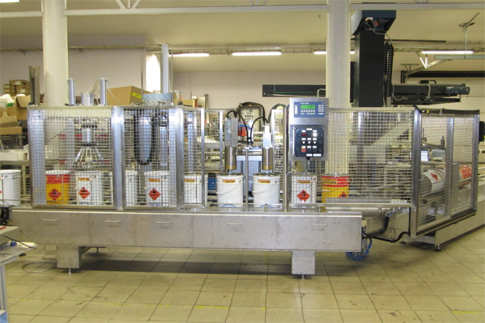 Bucket packing line